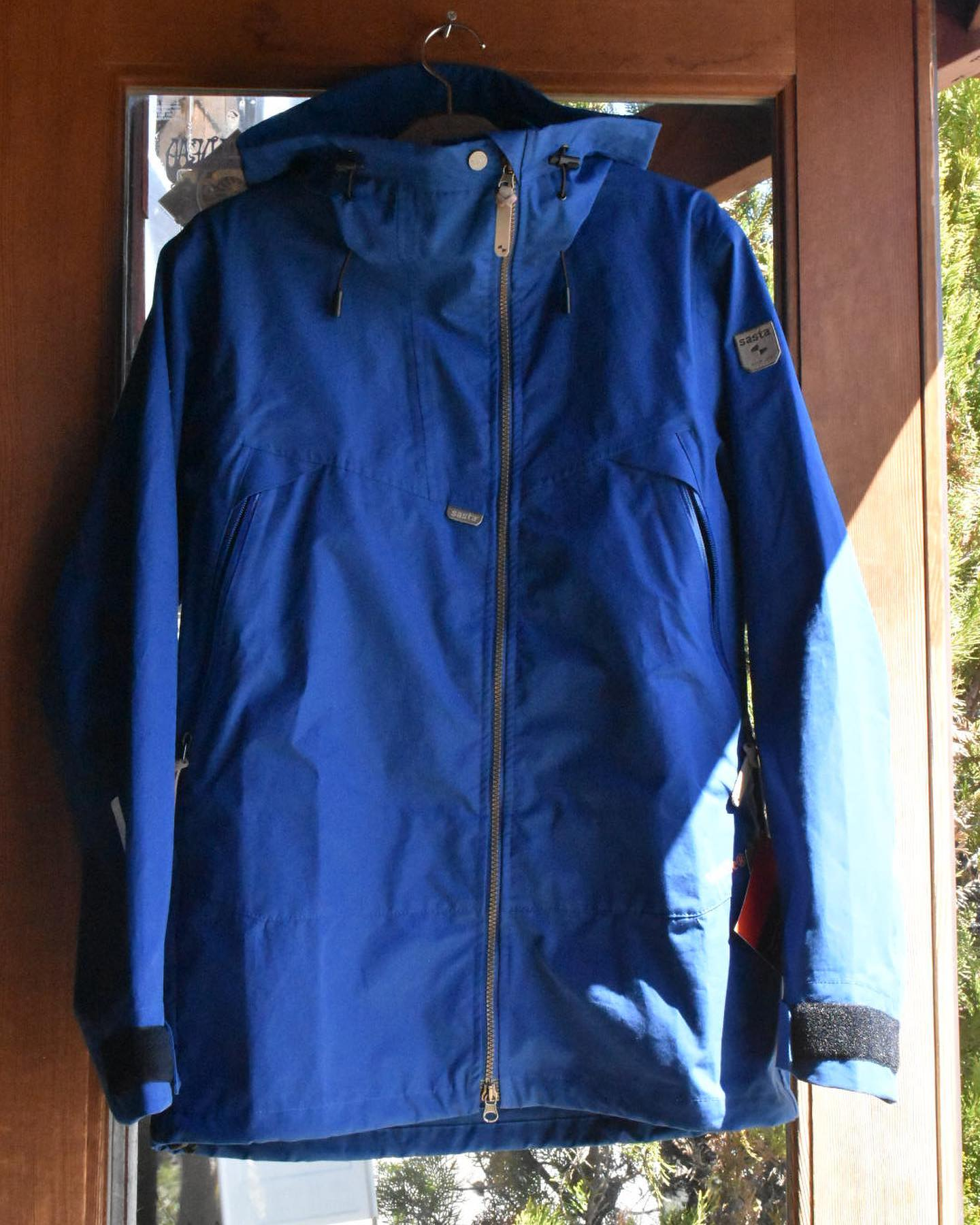 SASTAフィンランドからSASTAが八ヶ岳に上陸🇫🇮もともと、ハンティングウェアとして考えられている作りなためハードな動きに向いているウェアですが、街着も出来るオシャレなデザインとカラー。今回は天然素材のVentileで作られたペスキジャケットと、ストレッチ素材を取り入れたハイキングジャケットのヴォーツァジャケット。女性用のファウナジャケット。どれもヘビーユース間違いないアイテムとなりますこれからのフィールドユース、タウンユースにSASTAを!#sasta #finland #ハンティングジャケット #ハイキング #アウトドア #キャンプ #普段使い #フィールドユース#タウンユース #アウトドアアパレル #アパレル #焚火 #八ヶ岳の薪ストーブ専門店 #ストーブハウス原村 #八ヶ岳 #原村 #富士見 #蓼科